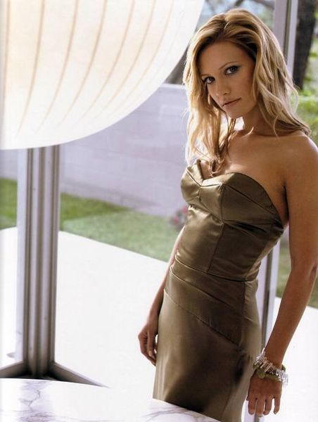 [OSCARS L1] 2008/09 - Page 7 452px-KaDee_Strickland_in_Brentwood_Magazine_April_2005