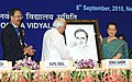 Kapil Sibal presenting the portrait of former Prime Minister, late Shri Rajiv Gandhi to the Chairperson, National Advisory Council, Smt. Sonia Gandhi at the inauguration of 31 Jawahar Navodaya Vidyalayas, in New Delhi.jpg
