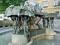 Karl Borromäusbrunnen rechte Seite.jpg