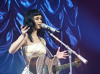"""California Dreams Tour - Perry performing """"Thinking of You"""" at the Zénith de Paris in Paris in March 2011"""