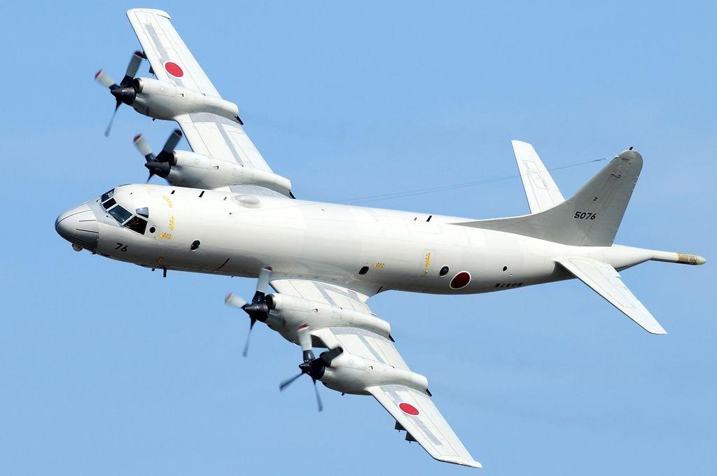 お尻の物干しざおが特徴、海上自衛隊所属のP-3C。