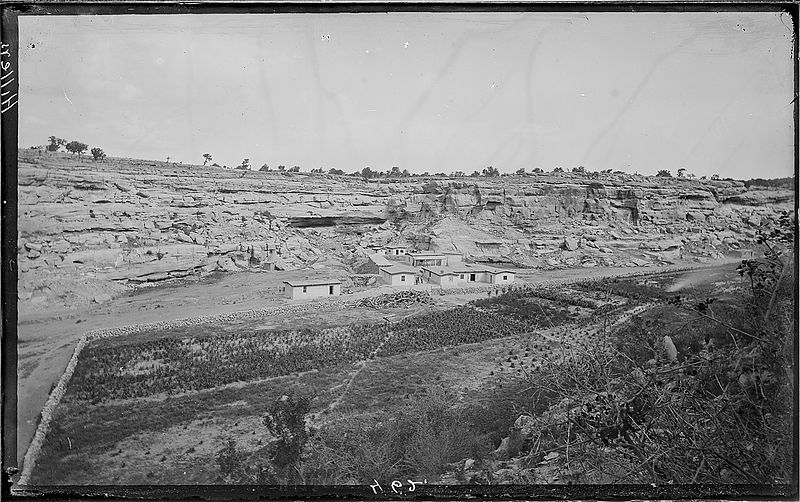 File:Keam's Canyon. Keam's Trading Post about 14 miles from East Mesa of the Moki Towns, as it was about - NARA - 517815.jpg