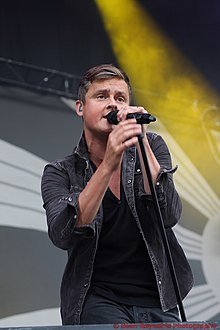 Chaplin with Keane, performing at V Festival 2012