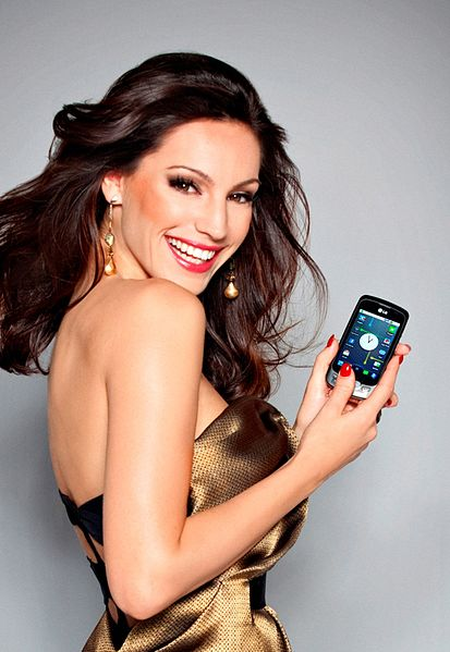 Brook in a campaign for the LG Optimus One mobile phone in 2010 Kelly Brook in 2010.jpg