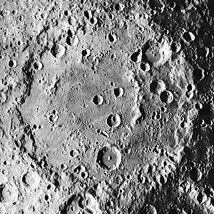 Korolev (lunar crater) - Image: Korolev crater 1038 med