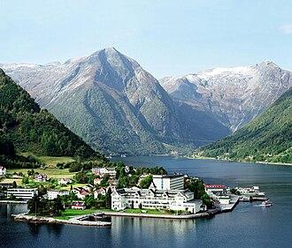 Balestrand (village) - Image: Kviknes Hotell