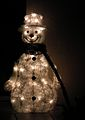 LED-Schneemann beleuchtet.JPG