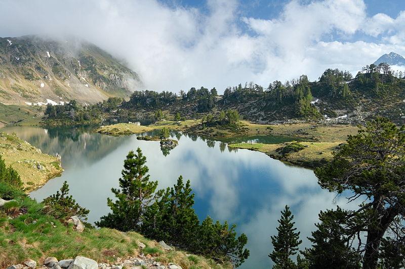 File:Lac du Milieu de Bastan Hautes Pyrénées 02 BLS.JPG