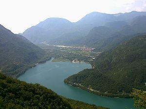 Lago di Cavazzo - Image: Lago Cavazzo
