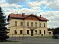 Leżajsk - budynek dworca kolejowego i MCK (2).jpg