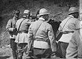 Le roi de Roumanie goûte à la nourriture des soldats sur le front - Médiathèque de l'architecture et du patrimoine - AP62T099069.jpg
