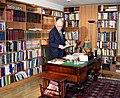 Lennart Meri kodus oma töökabinetis 02.jpg