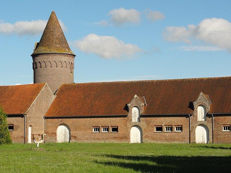 Liez (Aisne) manoir avec tour pigeonnier
