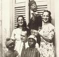 Linda e Dircinha com o pai Batista Jr 1937.png