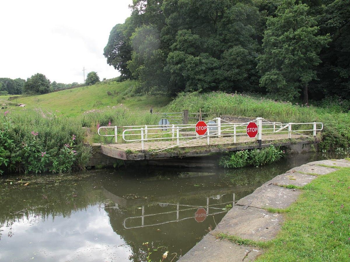 Lodge Bridge, Calverley.jpg