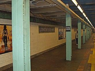 Longwood Avenue (IRT Pelham Line) - Image: Longwood Avenue (IRT Pelham Line) by David Shankbone