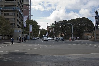 English: Looking down Macquarie Street from Hy...