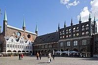 Luebeck-Rathaus am Markt von Suedwesten gesehen-20100905.jpg