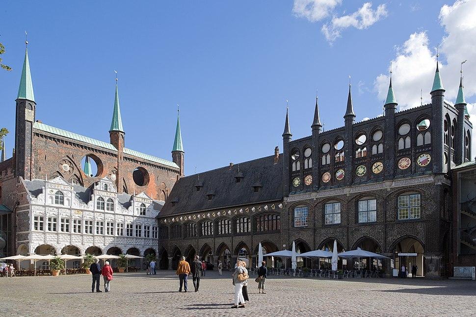 Luebeck-Rathaus am Markt von Suedwesten gesehen-20100905