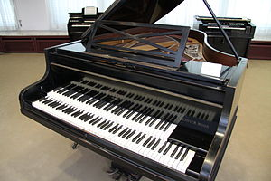 A Pleyel piano (Paris, post-1927) with two keyboards at the MIM, Berlin