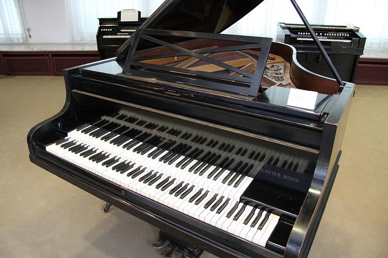 Yamaha Organ Double Keyboard