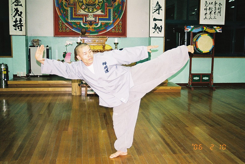 M Golgulsa - Monk named Chul-An practices a Poomse in Sunmudo Training Hall1