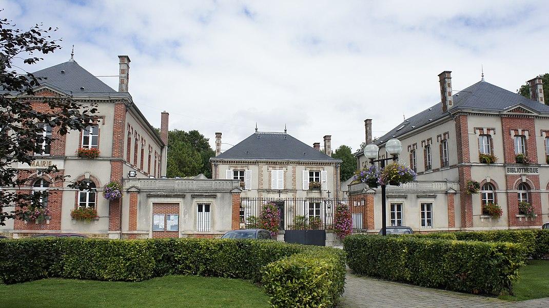 Une vue de la mairie de Mourmelon.