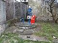 Malá Ohrada, Ke klubovně, pumpa u čo. 8.jpg