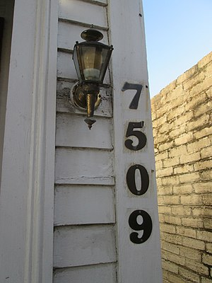 Maple Street New Orleans House Number 7509 01.jpg