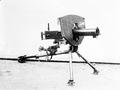 Maschinengewehr auf Dreibeinstütze und mit Splitterschutz - CH-BAR - 3241543.tif