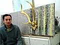 Mike Schleupner, Diplom-Designer von der FH Hannover, hier mit PLATZHIRSCH IN GOLD, 2012, im Atelier 3A, Podbielskistraße 3A, 30163 Hannover.jpg