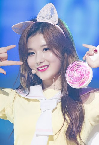 330px-Minatozaki_Sana_at_Twiceland_Encor