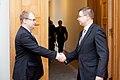 Ministru prezidents Valdis Dombrovskis tiekas ar Igaunijas ārlietu ministru Urmasu Paetu (6886276551).jpg