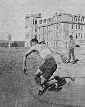 Mıgırdiç Mıgıryan - Mıgır Mıgıryan discus throwing at Robert College.