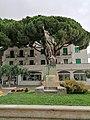 Monumento ai Caduti nella Guerra 1915-1918 di lato - Spotorno (II).jpg
