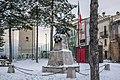 Monumento degli Alpini ai caduti e Torrione Orsini.jpg