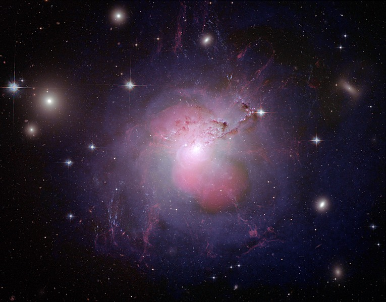 Archivo:NGC 1275 multi-wavelength composite.tif