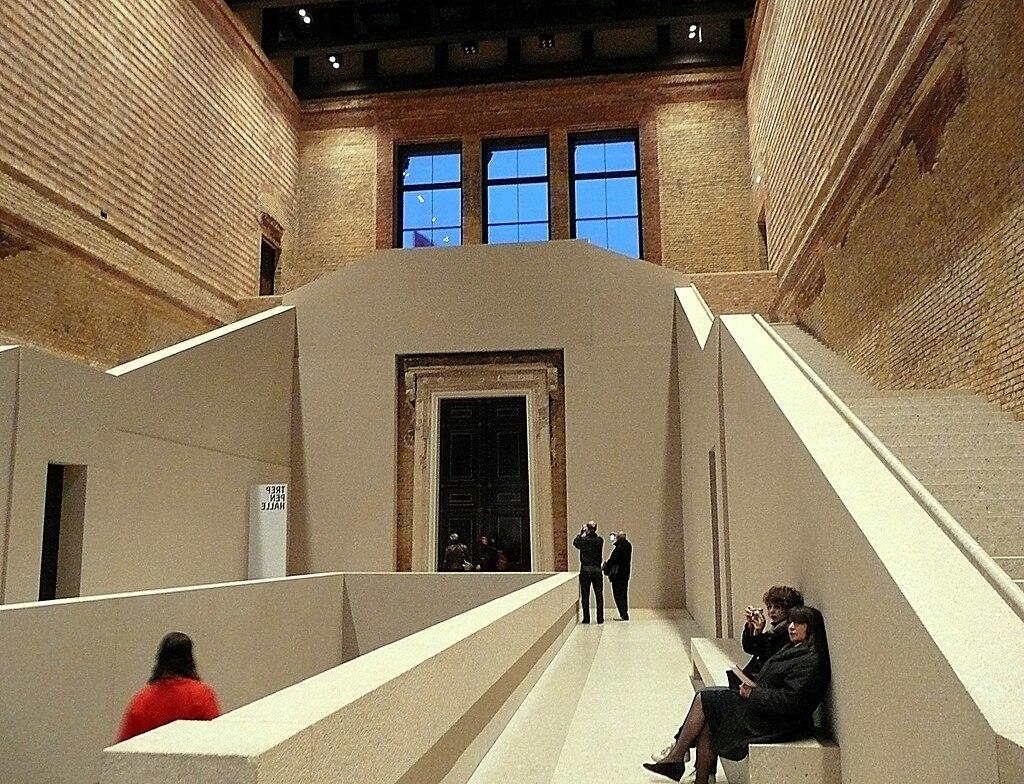 Neues Museum 06b Treppenhalle