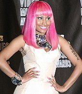 Nicki Mijai with a pink hair at the VMAs.