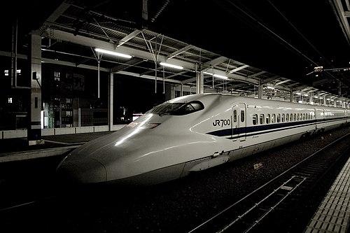 Nozomi-okayama-station-4-2007