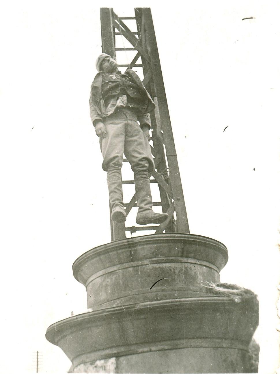 Obeseni srpski vojnik u Beogradu 1941