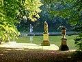 Ognon (60), parc d'Ognon, groupe sculpté à l'extrémité nord du miroir d'eau 01.jpg