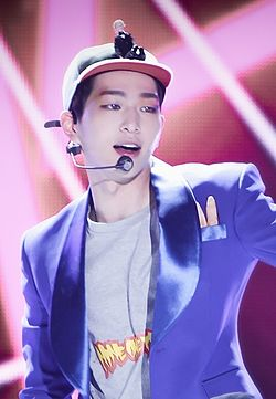 Onew at the 2015 Korea Music Festival in Sokcho 01.jpg