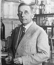 Fotografía de O. Warburg en su laboratorio