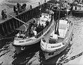 Overdracht Prins Hendrik, de nieuwe reddingboot van Den Helder. Hier op de fot, Bestanddeelnr 904-9985.jpg