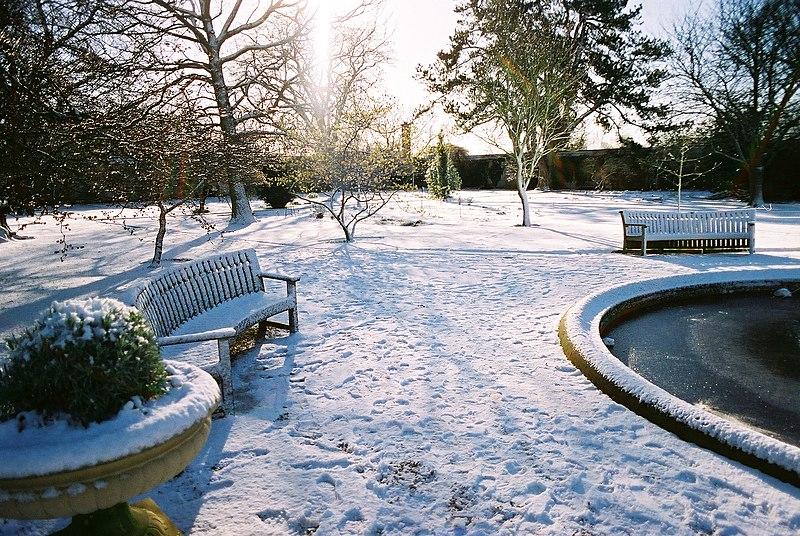 File:Oxford Botanic Garden in Winter 2004.jpg
