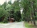 Přístřešek na křižovatce polních cest - panoramio.jpg
