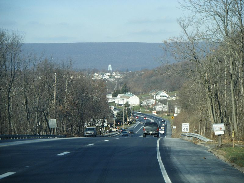 File:PA 61 NB entering Windsor Township.JPG