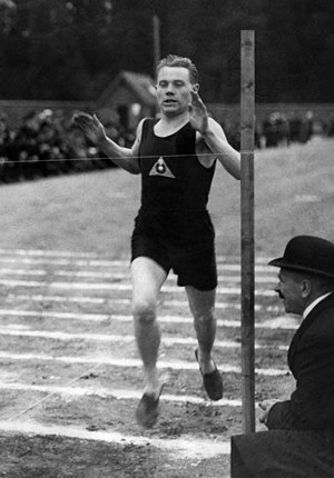 1500 metres world record progression - Paavo Nurmi breaks the 1,500 m world record in Helsinki in 1924.