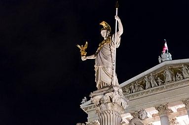 Pallas Athene Parlament Wien 2015 nachts b.jpg